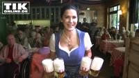 Schunkeln, Tanzen und Prost: Mariella Ahrens schmeißt Oktoberfest für 200 Senioren