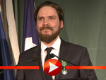 So sehr freut sich Daniel Brühl über seinen französischen Ritterorden