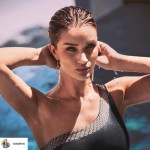 Rosie Huntington-Whiteley bringt Bademode raus