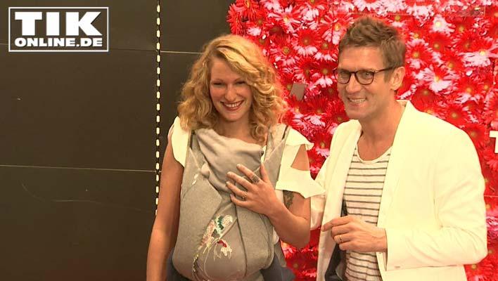 Janni & Peer: Mit zehn Wochen altem Baby auf dem roten Teppich