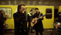 Bono und The Edge hautnah – U2 rocken die Berliner U-Bahn!