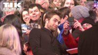 """""""Damsel""""-Premiere – Robert Pattinson """"badet"""" in seinen Fans"""