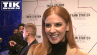 "Marc Cain Fashion Show – ""Suits""-Star Sarah Rafferty lüftet Beaty-Geheimnis!"
