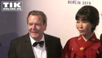 """""""Cinema For Peace"""" – Gerhard Schröder küsst seine Frau, Bob Geldof und Catherine Deneuve plädieren für Frieden!"""