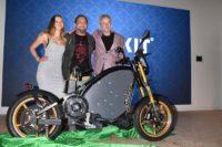 Heiße Bikes, Drinks und Insekten – E-Motorrad eROCKIT feiert Weltpremiere!
