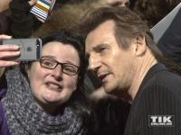 """Liam Neeson macht bei der Premiere von """"96 Hours - Taken 3"""" viele Selfies"""