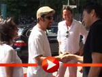 Adam Sandlers Ankunft mit Jogginghose in Berlin