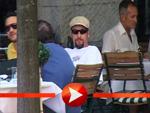 Adam Sandler und Kollege Rob Schneider beim Kaffeekränzchen in Berlin