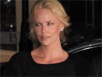 Charlize Theron: Lacht Probleme weg
