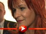 Andrea Berg freut sich über ihre Goldene Henne