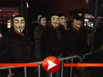 """Maskierte Demonstranten bei der Premiere von """"Operation Walküre"""""""