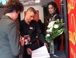 """Michael Jackson: Fans gedenken dem Star im Berliner """"Madame Tussauds"""""""