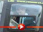 Oliver Pocher entschwindet mit Sandy Meyer-Wölden im Helicopter
