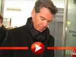 Pierce Brosnan landet in Berlin Tegel