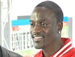 Akon: Folgenreiches Stagediving