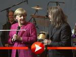 Angela Merkel scherzt mit David Garrett und Leslie Mandoki