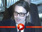 Brad Pitt kam mit Streberbrille zur Cinema for Peace-Gala