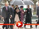 Wind und Regen machen Königin Beatrix nichts aus
