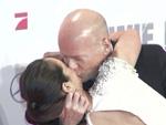 Bruce Willis total verknallt: Heiße Küsse mit in Berlin!