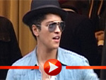 Bruno Mars beim coolen Shopping in Berlin