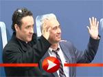 """John Cusack und Roland Emmerich beim Fototermin für """"2012"""""""