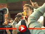 David Hasselhoff dirigiert seine Fans!