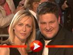 Matthias Steiner und Ehefrau Inge posieren mit Babybauch