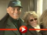 Harry Belafonte posiert mit seiner Frau Pamela