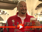 Schwergewicht Jumbo Schreiner bei der Eröffnung des 'Hofbräu Berlin'