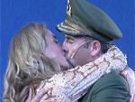 Bühnenpremiere: Jopi Heesters als König, Caroline Beil mit heißen Küssen!