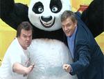 Hape Kerkeling und Jack Black: Bauchvergleich mit Panda-Bär