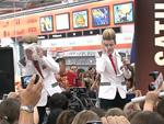 Jedward: Fans kämpfen um benutzte Taschentücher!
