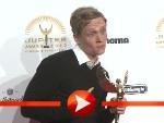 """Matthias Schweighöfer kommt in Turnschuhen zum """"Jupiter Award"""""""