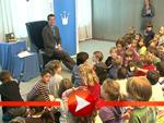 Karl-Theodor zu Guttenberg triift Kinder