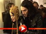 Katy Perry mit ihren Eltern und Freund Russell Brand