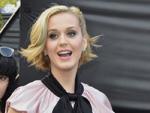 Katy Perry: Warum kriecht sie unter Tische?