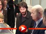Keanu Reeves wird trotz Bart von den Fans belagert