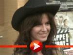 """Natalia Avelon posiert bei der """"Klappe Cowboy""""-Premiere"""