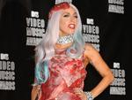 Lady Gaga: Nach dem Fleisch-Kleid nun der Kakerlaken-Hut?
