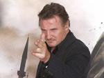 Liam Neeson: Gibt Autogramme als Ralph Fiennes