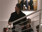 Matt Damon: Galerie-Besuch mit Rotwein!