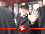 Michael Douglas landet in der Berliner Kälte