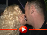 Michael Michalsky und Jenny Elvers-Elbertzhagen busseln auf der Michalsky Style Night