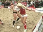 Nacktfußball: Dänemark schlägt Deutschland