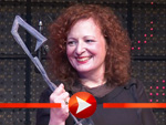 Nan Goldin: Bewegende Dankesrede bei Red Award
