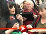 Schriller Auftritt: Nina Hagen verweigert Autogramme