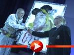 Otto Waalkes wird von Jo Herz gemalt und versteigert