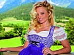 Pamela Anderson: Auch im Dirndl sexy