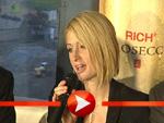 Paris Hilton verabschiedet sich von ihrer PK in Berlin