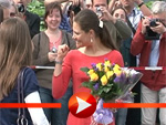 Prinzessin Victoria begrüßt Fans in Berlin